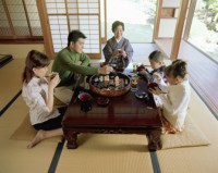 japanese-family-eating.jpg